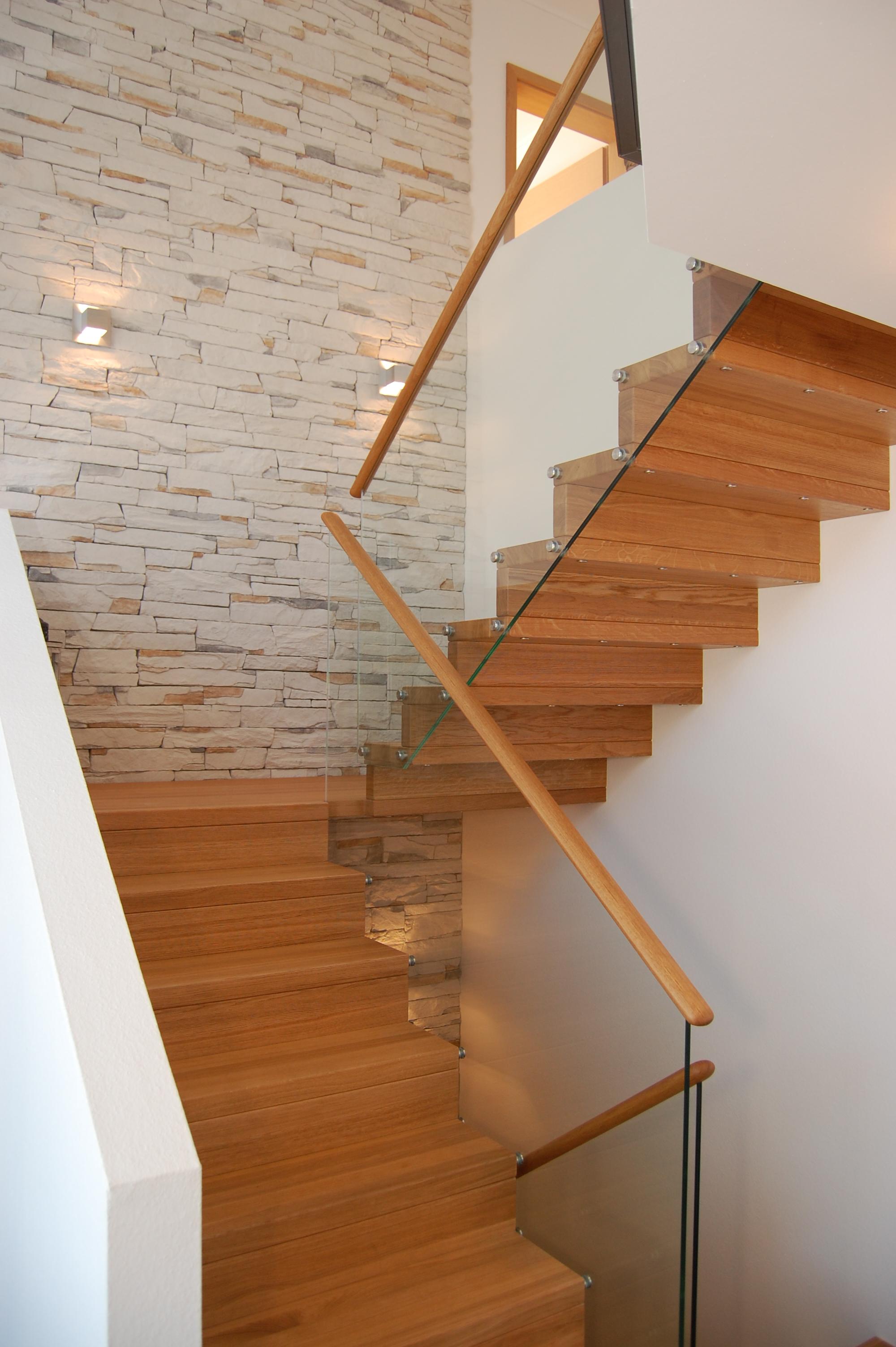 Treppengeländer Holz Sanieren ~   95236 Stammbach  Bereich Haus sanieren  profitieren!  Hausbesitzer